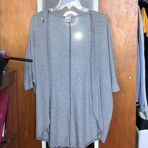 BLACK AND WHITE STRIPED 3/4 SLEEVE LENGTH CARDIGAN